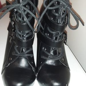 Speed Limit 98 Black Colored Ankle Boots